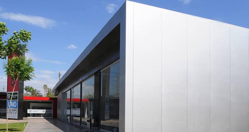 El poliuretano expandido se encuentra en los paneles de acero galvanizado